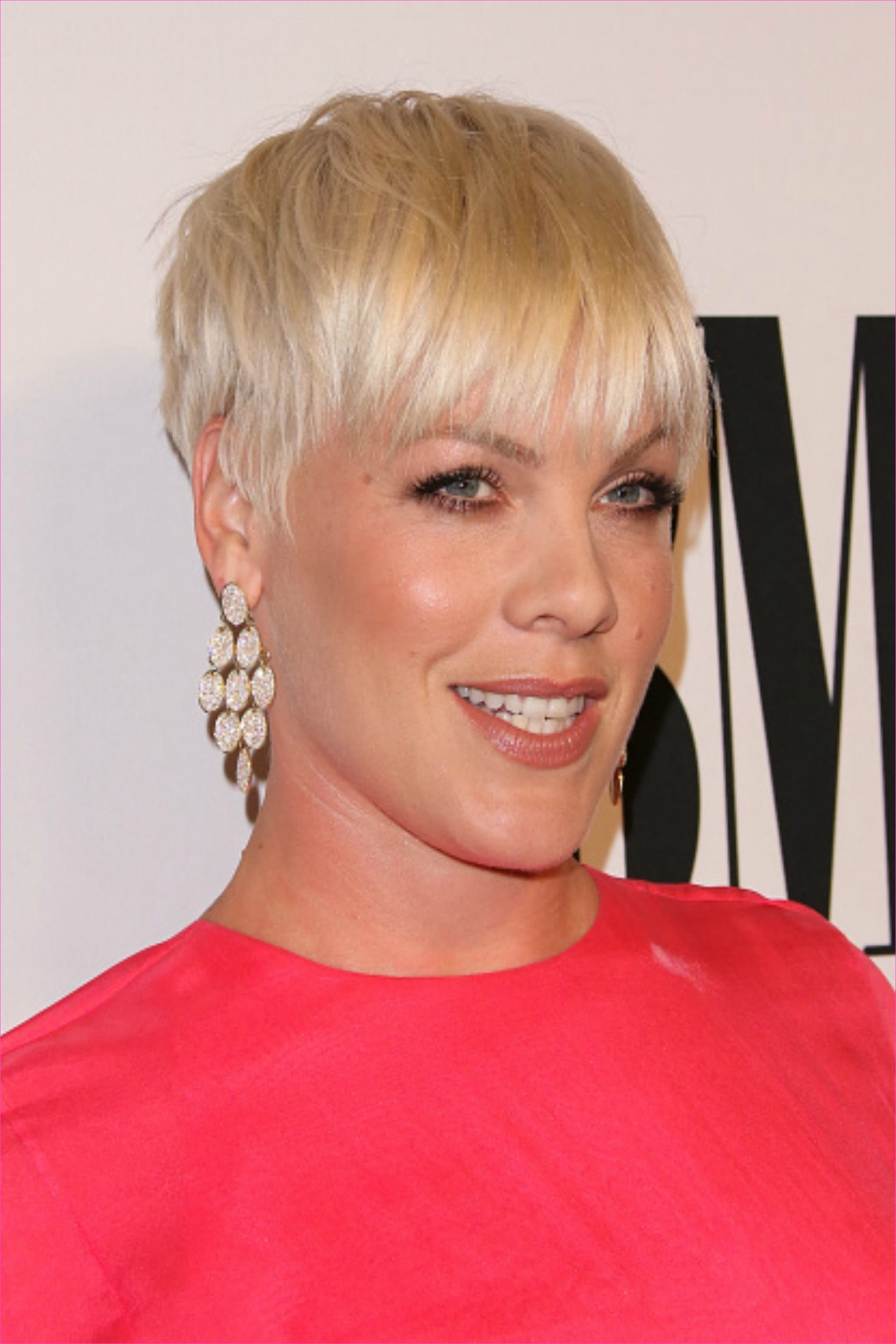30 Short Hairstyles for Thick Hair 2017 - Women's Haircuts for Short ...
