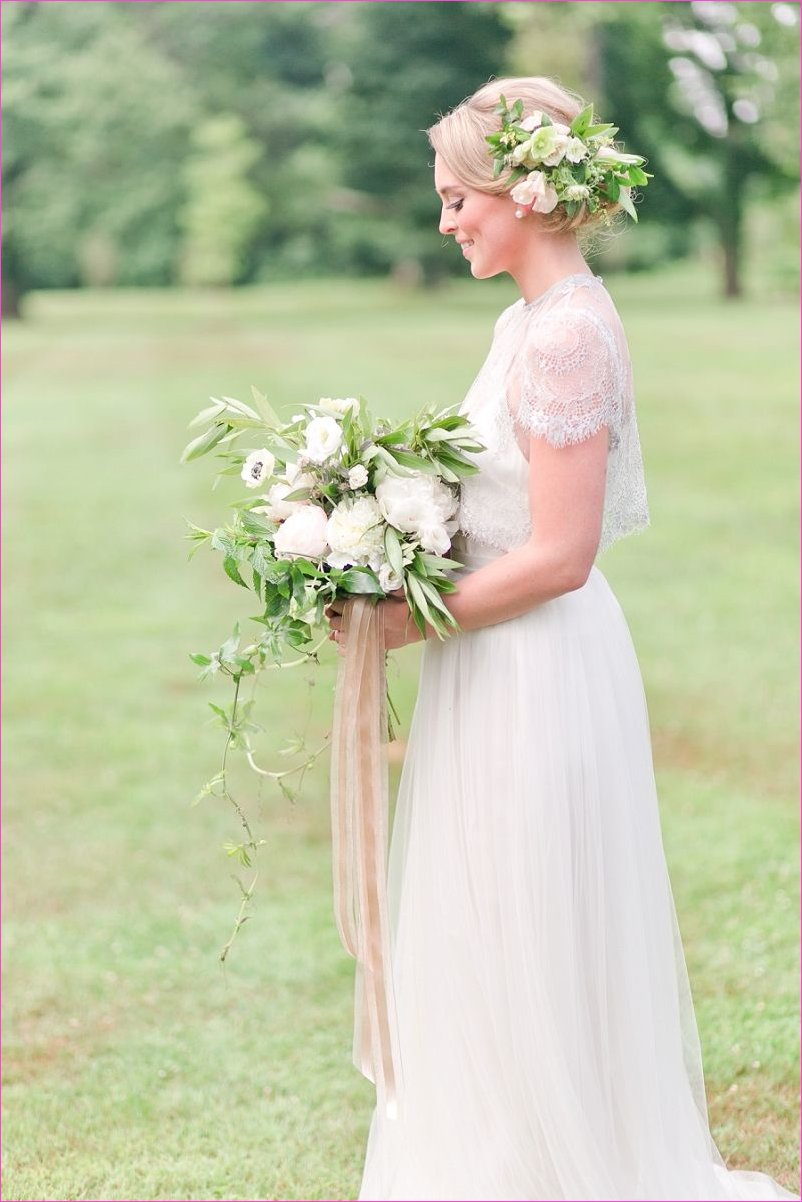 Pretty Spring Wedding Ideas in Soft Pastels and Rose Gold | Brides