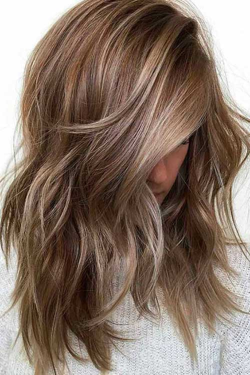 16 Layered Medium Hair mit Highlights