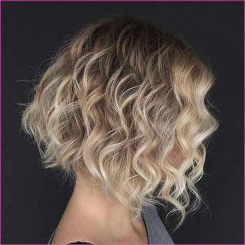 Teilhighlights Brown Blonde kurze Haare Pony Wellig
