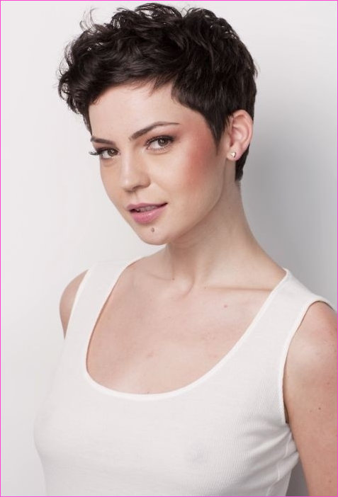 19 Cute Wavy & Curly Pixie Cuts We Love Pixie Haircuts Unique Curly ...