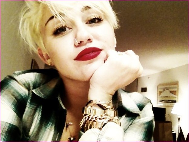Miley Cyrus Neue Frisur Miley Cyrus Bezaubernd Edgy New Pixie Cut
